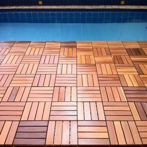Deck de Madeira Modular Base Plástica Isabela Revestimentos 30cm x 30cm (Placa) Cumaru